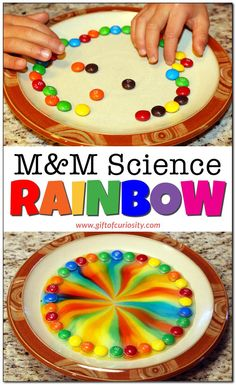 Looking for a fun and easy science experiment for kids? Use candy to conduct science experiments with kids at home or in the classroom. They will have fun making patterns and watching the colors. This activity is perfect for preschool children! Rainbow Activities, Preschool Science Activities, Preschool Learning, In Kindergarten, Teaching, Rainbow Crafts Preschool, Letter M Activities, Science Party, Preschool Letter M