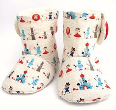 Charlie baby boots pattern on Etsy ♥ Cirque Du Bebe Sewing Kids Clothes, Sewing For Kids, Baby Sewing, Diy Clothes, Sewing Tutorials, Sewing Projects, Craft Projects, Sewing Patterns, Craft Ideas