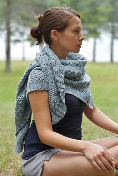 Ravelry: Campside pattern by Alicia Plummer - free knitting pattern! Knit Cowl, Knitted Poncho, Knitted Shawls, Crochet Scarves, Crochet Shawl, Knit Crochet, Knitting Scarves, Shawl Patterns, Knitting Patterns Free