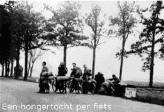 1944 - 1945. Hunger trek on bike to the farmers north of Amsterdam, often the Wieringermeer, to buy/barter for food. More than 20,000 people lost their lives in Amsterdam and the western part of the Netherland during the winter of 1944-1945. Photo Emmy Andriesse. #amsterdam #worldwar2 #hongerwinter