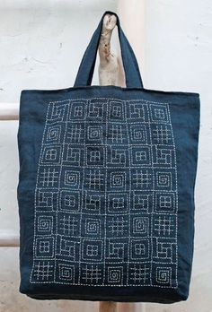 Such a fun way to practice Sashiko! Almost like a sampler.Sashiko, hand stitching is a nice, special touch to a handmade bag.Denim purse with sashimi embroideryCombining different sashiko patterns.La section Sashiko - chez maria O Embroidery Techniques, Embroidery Stitches, Embroidery Patterns, Hand Embroidery, Embroidery Scissors, Machine Embroidery, Boro Stitching, Hand Stitching, Shashiko Embroidery