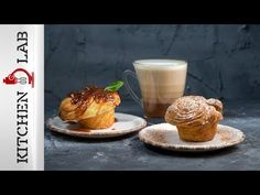 Cruffins by Greek chef Akis Petretzikis. A wonderful, quick and easy recipe to make buttery flaky and extremely delicious croissant-muffins known as cruffins! Raw Food Recipes, Cake Recipes, Dessert Recipes, Desserts, Cruffin Recipe, Processed Sugar, Savoury Baking, Quick Easy Meals, Cupcake Cakes