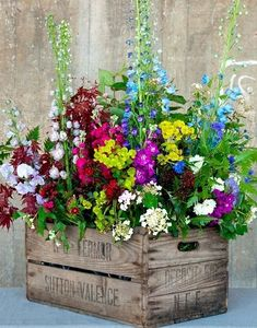 Container Flowers Ideas New Amazing Diy Outdoor Planter Ideas to Make Your Garde. Container Flowers Ideas New Amazing Diy Outdoor Planter Ideas to Make Your Garden Wonderful Wooden Flower Boxes, Wooden Boxes, Wooden Containers, Diy Planters Outdoor, Planter Ideas, Outdoor Garden Decor, Outdoor Flower Pots, Wooden Garden Planters, Outside Flower Ideas