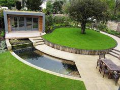 Очень примечательный и необычные интерьер садового участка.