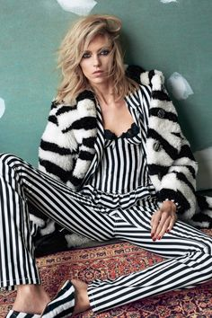 Supermodel Anja Rubik takes the pages of El Pais' latest edition lensed by fashion photography duo Hunter & Gatti, with styling from Ada Kokosar. Anja Rubik, White Fashion, Leather Fashion, Fashion Photography Inspiration, Style Inspiration, Editorial Photography, Ada Kokosar, Black And White Love, Vogue