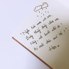 Giữa cơn mưa đôi lần em nghĩ, sao chúng mình lại cứ thế chia ly? #hiensquotes My Mind Quotes, Kite Quotes, Good Sentences, Caption Quotes, Lose My Mind, Meaning Of Life, Photo Quotes, Qoutes, Poems