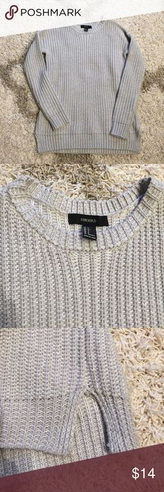 Sweater Gray sweater from F21. Like new condition. Only worn a few times. Forever 21 Sweaters Crew & Scoop Necks
