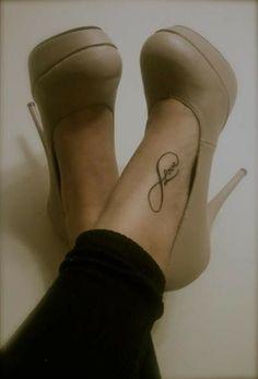 Such a pretty tatoo --love foot tattoos Infinity Love Tattoo, Infinity Tattoo Designs, Infinity Symbol, Eternity Symbol, Future Tattoos, New Tattoos, Sister Tattoos, Rik Lee, Henne Tattoo