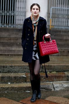Street fashion: modelki na Fashion Week Milano, fot. Imaxtree