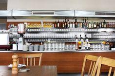 die schöne perle - Grosse Pfarrgasse 2, 1020   Montag-Freitag 12.00 – 24.00 Uhr (Küche bis 23.00 Uhr), Samstag / Sonntag / Feiertag: 10.00 – 24.00 Uhr (Frühstück 10.00 – 13.00 Uhr). wiener küche im 2.