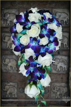 Flower Hut Whitsundays Airlie Beach blue orchids & roses...sooo perfect. & simple?! just add peacock feathers!