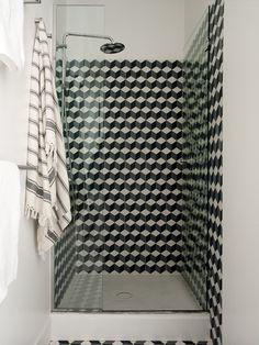 47 Park Avenue   Shower