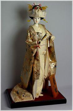 japońskie lalki narzeczonej w białej sukni z jedwabiu brocaded kimono, 1970 roku.  Sklep internetowy Japonic