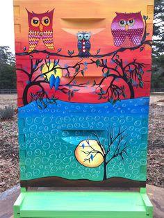 Blue Birds in the Moon Beehive Box for Honeybees von IzzabellaBeez
