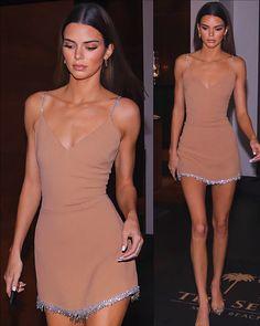 December 2019 - Kendall Jenner leaving The Setai Hotel in Miami. Kendall Jenner Video, Kendall Jenner Outfits, Kylie Jenner, Kendall Jenner Workout, Kendall Jenner Makeup, Estilo Jenner, Estilo Kardashian, Le Style Du Jenner, Looks Teen