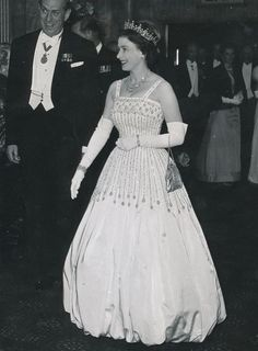 1962 HM Queen Elizabeth ll at a charity film premiere in London