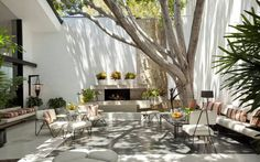 Aesthete Label love - Ellen De Generes Flips Out in The Holmby Hills (And More) Outdoor Rooms, Outdoor Living, Outdoor Decor, Indoor Outdoor, Ellen Degeneres Home, Exterior Design, Interior And Exterior, Courtyard House, Outside Living