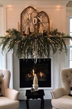 Embellish your Christmas fireplace with these amazing decorations that will give your home a cozy feel. We included simple DIY ideas to match any taste, from a rustic and vintage garland to elaborate and modern mantle décor. Source by Fashion Ideas Christmas Mantels, Noel Christmas, Country Christmas, Christmas Wreaths, Christmas Fireplace Decorations, Simple Christmas Decorations, Christmas Decir, Christmas Ideas, Modern Christmas Decor