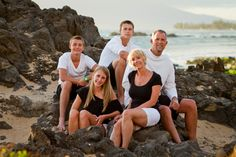 Family Portraits with older children    Kihei Maui Family Portraits fronting the Kamaole Sands