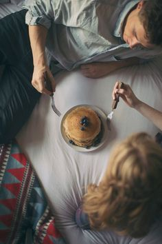 breakfast in bed, at home, engagement session