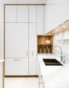 The Cube by Frame Design Lab : The kitchen was designed in collaboration with Henrybuilt. The laminate cabinets are paired with a marble countertop by SMC Stone. Kitchen Marble, Kitchen Corner, Laminate Cabinets, Kitchen Designs Layout, Kitchen Remodel, Contemporary Kitchen, Kitchen Layout, Modern Kitchen Design, New Kitchen Designs