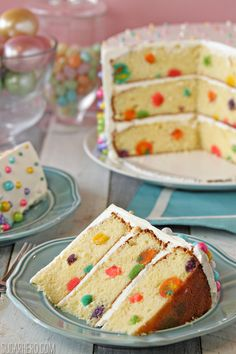 bolo decorado e com recheio de bolinhas! que ideia!!