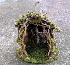 木の枝と苔と木の実の小さなガーデン