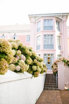 BELMOND MOUNT NELSON HOTEL REVIEW. The Belmond Mount Nelson Hotel: Cape Town's Pink Hotel. A picturesque and Instagrammable travel destination. Pink Hotel, Ridge Road, Hotel Reviews, Cape Town, Us Travel, South Africa, Travel Inspiration, Travel Destinations, Scenery