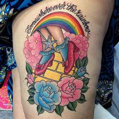 I love this but not with the roses, needs to be poppies. Wizard of Oz tattoo by… Time Tattoos, Sexy Tattoos, Sleeve Tattoos, Tattoos For Women, Tatoos, Cartoon Tattoos, Disney Tattoos, Great Tattoos, Beautiful Tattoos