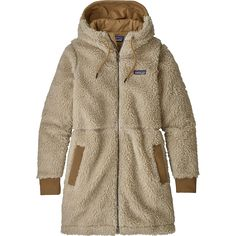The Patagonia Women's Dusty Mesa Parka is a cozy, recycled polyester high-pile fleece coat designed for warmth and comfort in chilly conditions. Burberry Coat, Womens Parka, Fall Wardrobe, Capsule Wardrobe, Outdoor Outfit, Rock Climbing, Skateboard, Hooded Jacket, Fitness Models