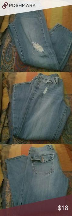 BOYFRIEND JEANS CAPRI'S Good condition.  Light blue Lucky Brand Jeans Boyfriend