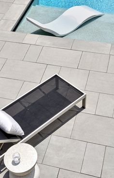 Large-scale, ultra-smooth texture and fine lines best describe the all-new Para HD Patio Slabs. Swimming Pool Designs, Swimming Pools, Patio Slabs, Beach Pool, High Definition, Landscaping Ideas, Flexibility, Scale, Surface