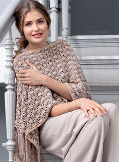 A two-color poncho - crochet knitting scheme. Knit Poncho on Verena. Crochet Baby Shawl, Crochet Shawl Diagram, Beau Crochet, Crochet Shawls And Wraps, Knitted Poncho, Crochet Scarves, Crochet Clothes, Crochet Lace, Shawl Patterns