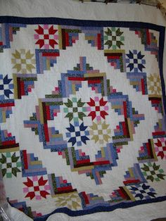 I love the color choices and the overall design of this gorgeous quilt.