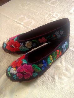 HAND EMBROIDERED Muhu Slippers by grynbergs on Etsy
