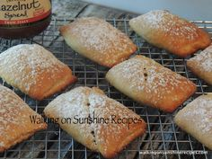 Pillsbury Crescent Rolls with Nutella and Bananas Nutella Brownies, Nutella Snacks, Nutella Recipes, Nutella Smoothie, Pillsbury Crescent Recipes, Crescent Roll Recipes, Pillsbury Rolls, Fast Easy Meals, Quick Snacks