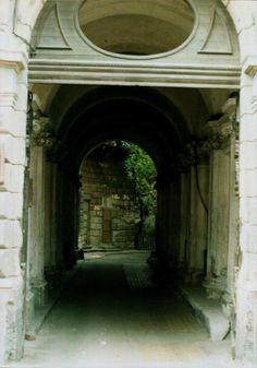 Entrance in a building in Arad city center