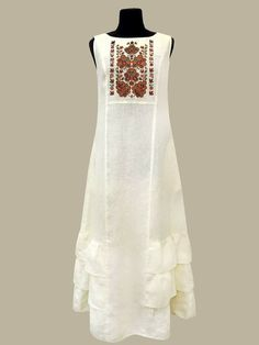 Abaya Fashion, Indian Fashion, Womens Fashion, Embroidered Clothes, Embroidered Blouse, Pretty Dresses, Beautiful Dresses, Cotton Gowns, Pakistani Dresses Casual