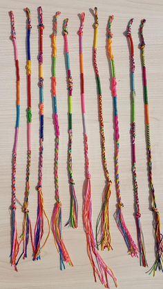 Yarn Friendship Bracelets, Diy Friendship Bracelets Tutorial, Thread Bracelets, Bracelet Tutorial, Friendship Bracelet Patterns, Ankle Bracelets, Bracelet Crafts, Jewelry Crafts, Diy Bracelets Patterns