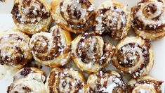We Found a Genius Method for Making Homemade Cinnamon Rolls in 30 Minutes Breakfast Dishes, Breakfast Recipes, Breakfast Time, Breakfast Ideas, Cheesecakes, Bite Size Desserts, Puff Pastry Recipes, Brunch Recipes, Sweet Recipes