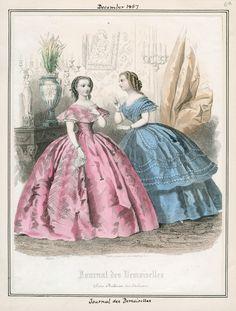 Голубое: Лиф. Двойная юбка. Ткань в полоску. У обоих платьев неглубокие декольте