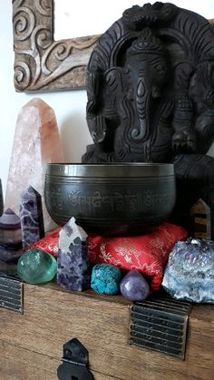 Learn how to cleanse crystals with a singing bowl. Explore my buyers tips in this step-by-step guide to cleansing crystals with a Tibetan singing bowl. Crystals Minerals, Rocks And Minerals, Crystals And Gemstones, Stones And Crystals, 7 Chakras Meditation, Meditation Space, Crystal Healing Stones, Crystal Magic, Feng Shui