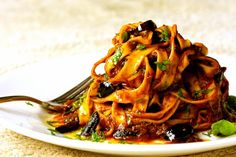 For tasty things Tinned Tomatoes, Plum Tomatoes, Menu Vegan, Pasta Puttanesca, Best Dishes, Jamie Oliver, Big Mac, Food Menu, Vegetarian Recipes