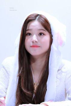 40 ideas for skin korean girl Kpop Girl Groups, Kpop Girls, Jang Wooyoung, Young The Giant, Cute Korean Girl, Japanese Girl Group, Artistic Photography, Ulzzang Girl, Asian Beauty