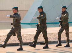 Sotilaat marssimassa.