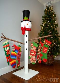 Trying to figure out what to do with your Christmas stockings because you don't have a fireplace? Here's your answer: A snowman Christmas stocking holder!