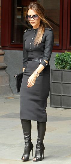 Victoria Beckham exited her hotel in a military-inspired sheath from her collection and black accessories including peep-toe leather boots, 2012 David And Victoria Beckham, Victoria Beckham Style, Vic Beckham, Dandy Look, Classy Outfits, Cute Outfits, Modelos Fashion, Merian, Military Fashion