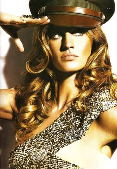 Love the bronze tan and her hair.  Beautiful.  If only I could look like Gisele.