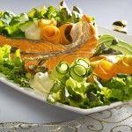 Lohisalaatti wasabikastikkeella