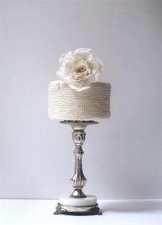 Loving this pearl-cover mini cake by maggie austin. -- @grace_ormonde @wedding_style
